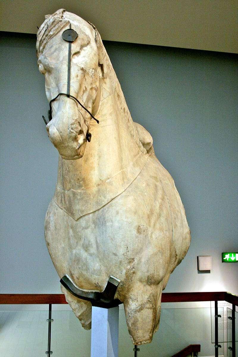 Halikarnas Mozolesi'ndeki at heykeli, British Müzesi, Londra.