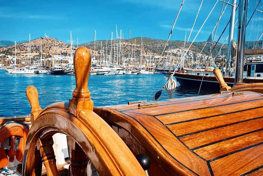 """STS Bodrum Okul Gemisi Akdeniz'in en büyük yelken festivali """"The Bodrum Cup"""" 32. yılını sağlık kahramanlarına adıyor. Bodrum, Muğla'da."""