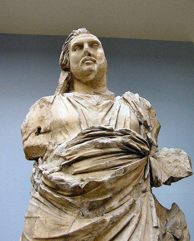 Kral Mausolos'un heykeli, bugün Londra'daki müzede yer almaktadır.
